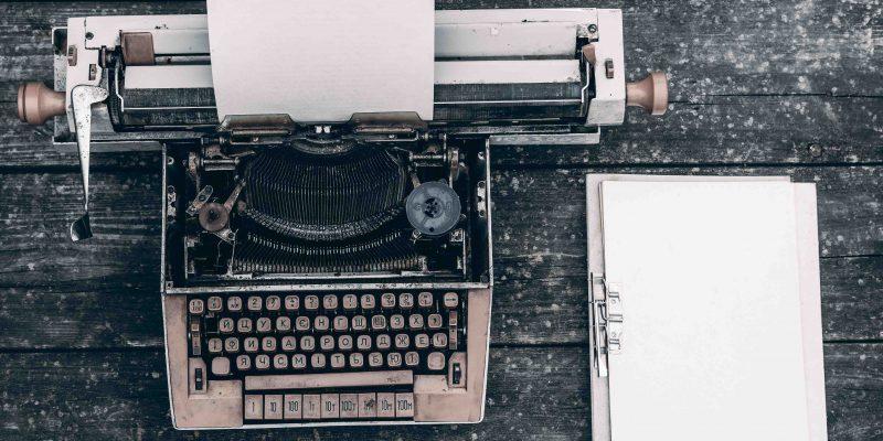 Wie schreibe ich ein Drehbuch oder Theaterstück?